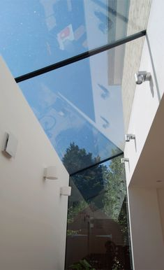 How's that for a slick side return infill in a narrow space Extension Designs, Glass Extension, Extension Ideas, Architecture Details, Interior Architecture, House Extensions, Kitchen Extensions, Side Return Extension, Roof Lantern