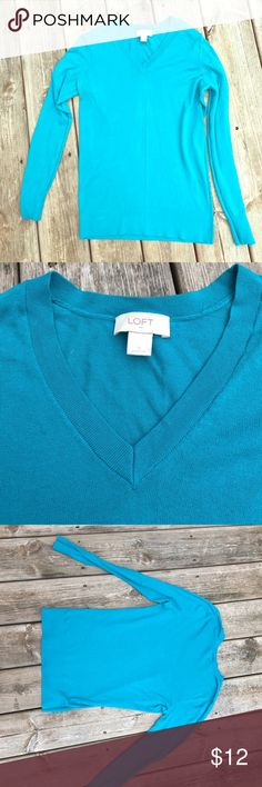 "Loft V neck sweater GUC teal/blue vneck sweater from loft.  100% cotton.  There's some minor underarm pilling.  No holes or stains.  Great spring sweater. Approx measurements:  ua to ua 19"", collar to hem 26"" and sleeve length 19 1/2"" LOFT Sweaters V-Necks"