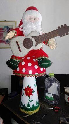 Martha Muñoz's media content and analytics Xmas, Christmas Ornaments, Elf, Snowman, Holiday Decor, Rose, Content, Crochet, Door Hangings