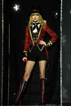 taylor swift red tour costumes | ... of the singer's fabulous showstopping outfits on stage. (© WireImage