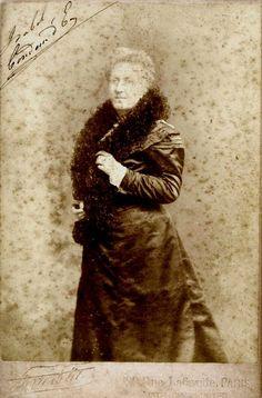 Princesa Isabel, nesta foto ela está mais idosa, no exílio, em Paris.