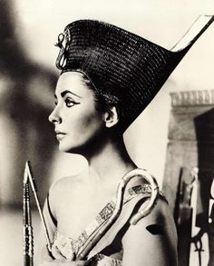 Elizabeth Taylor in publicity still for Cleopatra (1963, dir. Joseph L. Mankiewicz).  She had a perfect profile.