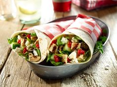 Add a different flavor to your lunchtime with this savory Mediterranean Chicken Wrap. Goya Recipe, Shredded Chicken Tacos, Sammy, Mediterranean Chicken, Mediterranean Recipes, Healthy Sandwiches, Chicken Wraps, Picnic Foods, How To Cook Chicken