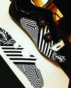 27 vind-ik-leuks, 2 reacties - @nplusonestudio op Instagram: 'Yes...... Shoes I do #nplusonestudio #customdecals #bikelife #outsideisfree #cyclinglife…'