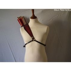 elven bow back harness diy Traditional Bow, Traditional Archery, Bow Tattoo Designs, Mounted Archery, Larp Armor, Archery Equipment, Leather Armor, Bow Arrows, Designer