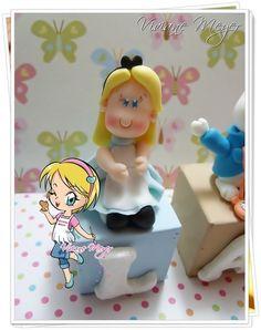 Cubos com letras para bolo da Alice