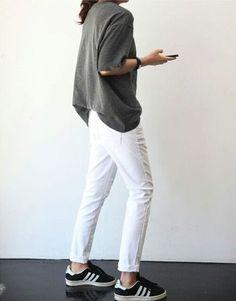 たとえば、いつもの着こなしでも、ちょっとたっぷりめのトップスを着てみる。 無造作にシャツの裾をパンツにいれてみる。 それだけでも、ちょっと抜け感がでるとおもいませんか?