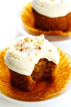this Carrot Cake Cupcakes recipe! It's easy to make, perfectly moist and spiced, and topped with the most heavenly cream cheese frosting. A great dessert for spring, Easter, or anytime you're craving some carrot cake! Food Cakes, Carrot Cake Cupcakes, Cupcake Cakes, Cupcake Recipes, Dessert Recipes, Alice Delice, Tolle Desserts, Gimme Some Oven, Great Desserts