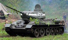 Wat de Sherman isvoor de Engelsen en de Amerikanen en wat de Tiger was voor de Duitsers, dat isde T-34 voor de Russen. En….hij is nog altijd te koop, voor de echte liefhebber!