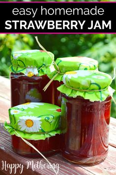 Easy Homemade Strawberry Jam - Are you looking for quick tips & tricks for making the best healthy homemade strawberry jam? Strawberry Jam Recipe Without Pectin, Fresh Strawberry Recipes, Homemade Strawberry Jam, Jam Recipes, Real Food Recipes, Canning Recipes, Kitchen Recipes, Kitchen Tips, Free Recipes