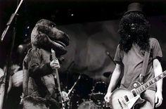 Nirvana's Halloween: Kurt Cobain asBarneyand Pat Smear asSlash