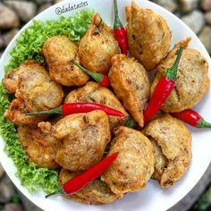 Resep bakwan kekinian istimewa Snack Recipes, Dessert Recipes, Cooking Recipes, Snacks, Desserts, Indonesian Cuisine, Indonesian Recipes, Asian Recipes, Ethnic Recipes