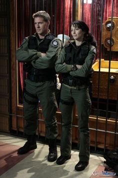 Ben Browder and Claudia Black. A great team in Farscape and SG1. SOO different in each show its fantastic how great their acting skills really are when you see them back to back