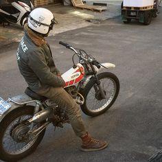 Custom Motorcycle Shop, Tracker Motorcycle, Cafe Racer Motorcycle, Yamaha Bikes, Cool Motorcycles, Vintage Motorcycles, Cafe Racer Seat, Trial Bike, Vintage Motocross