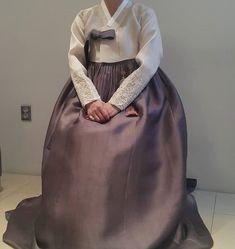 안녕하세요 청담 이승현한복입니다. 오늘 소개해드릴 한복은 바로 고급스러운 이승현한복의 혼주한복입니다... Korean Traditional, Traditional Outfits, Korean Design, Dress Outfits, Dresses, Blog, Wedding, Clothes, Fashion