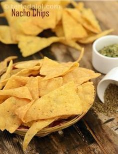 Tortillas are the bread of mexico. Crispy tortilla chips can be used to quickly assemble delicious mexican snacks. Deep fry a large batch of these chips and store them in an air-tight container. They keep well for several days. Nacho Chips, Corn Chips, Tortilla Chips, Chips Chips, Dry Snacks, Quick Healthy Snacks, Mexican Food Recipes, Snack Recipes, Vegetarian Mexican