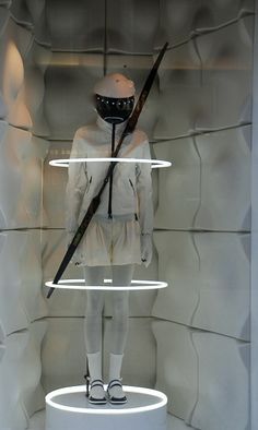 Moncler window display in Vienna Visual Merchandiser, styling and still life designs Window Display Retail, Window Display Design, Retail Windows, Store Windows, Window Displays, Visual Merchandising Displays, Visual Display, Retail Store Design, Retail Stores