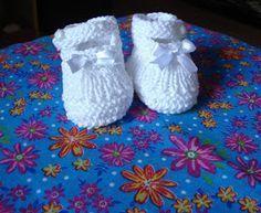 Este sapatinho foi feito para bebês de 0 a 3 meses, podendo ser alterada para tamanhos maiores, apenas recalculando a quantidade pontos. Foi...