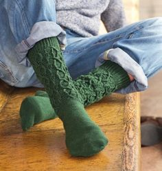 Do you know the best way to crochet cable stitches? This free guide will show you how, plus we give you four amazing cabled patterns to get you going! Crochet Patterns Filet, Crochet Slipper Pattern, Crochet Slippers, Crochet Stitches, Crochet Girls, Free Crochet, Crochet Cable Stitch, Interweave Crochet, Free Dobby