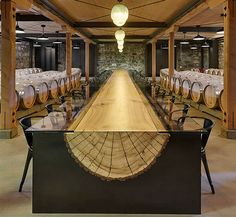 Winery with a very long log table, designed by John H .- Bodega con larguísima mesa de un tronco, diseñada por John Houshmand. Winery with a very long log table, designed by John Houshmand. Into The Woods, Deco Design, Wood Design, Rustic Design, Design Art, Log Furniture, Furniture Design, Unique Wood Furniture, Log Table