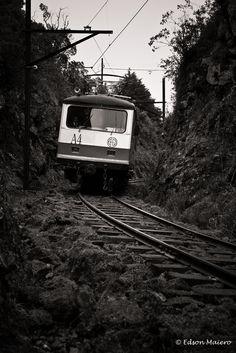 trem descendo a serra