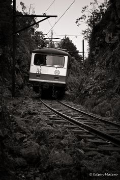 trem descendo a serra