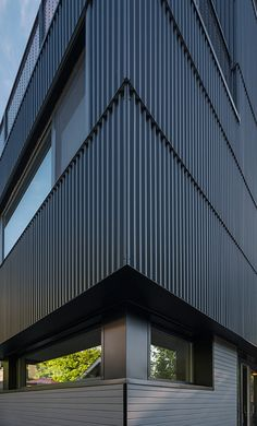 Image 5 of 17 from gallery of Park Passive House / NK Architects. Photograph by Aaron Leitz Industrial Architecture, Facade Architecture, Sustainable Architecture, Metal Cladding, Metal Siding, Estilo High Tech, Facade Design, House Design, Retail Facade