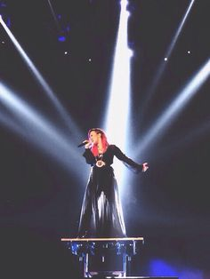 Demi Lovato- Neon Lights Tour