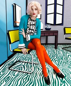 Posing at a Roy Lichtenstein exhibit, Jessica Stam wears Gucci dress, tights and shoes Pop Art Fashion, Foto Fashion, Colorful Fashion, Spring Fashion, Fashion Design, Fashion Trends, Fashion Outfits, Fashion Edgy, Fashion 2018