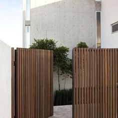 25 Amazing Modern Wood Fence Design Ideas for 2019 13 backyard design diy ideas Cheap Privacy Fence, Privacy Fence Designs, Diy Fence, Fence Ideas, Garden Ideas, Modern Wood Fence, Wood Fence Design, Gate Design, Wood Fences