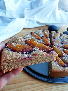 Jesenný slivkový fit koláč so škoricou (Recept) Healthy Cake, Healthy Baking, Healthy Desserts, Dessert Recipes, Healthy Recipes, Apple Health, Donuts, Sweet Recipes, Food And Drink