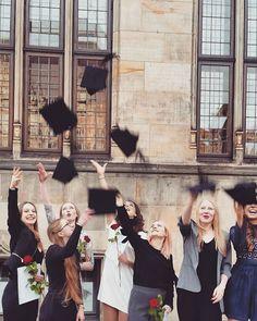"""Gefällt 15 Mal, 1 Kommentare - @aleahsmn auf Instagram: """"• B A C H E L O R,  B I T C H E S • // 😨💻📷📒🎨🖊💸 #study #university #bachelor #wemadeit…"""""""