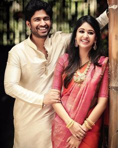 wedding couple Love is defined well when her smile makes you smile. We just love the way this couple is blushing together Engagement Dress For Bride, Engagement Saree, Engagement Ideas, Engagement Photos, Pre Wedding Poses, Pre Wedding Photoshoot, Pattu Sarees Wedding, Wedding Sari, Wedding Bride