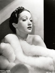 Todays hair & make up inspiration from Dorothy Lamour (December 1914 – September Golden Age Of Hollywood, Vintage Hollywood, Hollywood Glamour, Hollywood Stars, Hollywood Actresses, Classic Hollywood, Hollywood Divas, Dorothy Lamour, Vintage Glamour