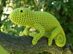 Adooooorable! Will make this one asap.  Pattern by planetjune.com    < Amigurumi Chameleon crochet pattern