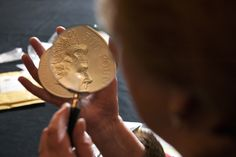 A First World War kilo coin under examination at the 2015 Trial of the Pyx http://www.royalmint.com/