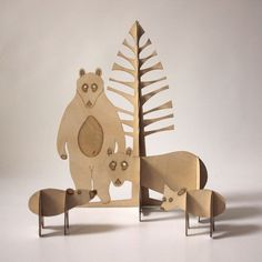 carton récup : Grizzly Bear family set made of sustainably-sourced, laser-cut birch plywood.