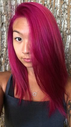 Magenta isnt a usual hair color that everybody tries its a color that helps you to stand out its a color to create a mood and look rock eve Fuschia Hair, Magenta Hair Colors, Hot Pink Hair, Green Hair, Hair Color And Cut, Cool Hair Color, Diy Hairstyles, Pretty Hairstyles, Tout Rose