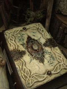 Altered Alchemy : handmade journals. It's so pretty! I'd never be able to write in it...I'd just stare at it!