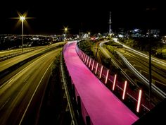 Completed in 2015 in Auckland, New Zealand. Images by Russ Flatt . LightPathAKL transforms six hundred meters of redundant highway infrastructure into a dynamic cycleway completing a vital link in Auckland's inner. Landscape And Urbanism, Urban Landscape, Landscape Design, New Zealand Architecture, Architecture Awards, Path Design, Bridge Design, Urban Village, Historia Natural