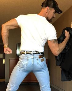 Booted Hoss Presents Dip Rings, Plus Love Jeans, Sexy Jeans, Jeans And Boots, Men In Tight Pants, Hot Country Boys, Cowboys Men, Cowboy Up, Cowboy Boots, Outdoor Men