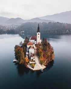 """163 Likes, 3 Comments - Mundo de Viagens (@blogmundodeviagens) on Instagram: """"Eslovénia! Mais fotos incríveis na bio @blogmundodeviagens #wonderfulplacestogo #natureza…"""""""