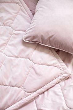 Ylellinen tikkaus, pehmeä sametti & ihana väri. Kotimainen upea samettipeite saatavilla jopa koossa 270x300 cm. Bed, Stream Bed, Beds, Bedding