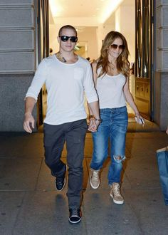 J Lo makes me feel like I can wear boyfriend jeans. I would wear that whole outfit right now if I had it.
