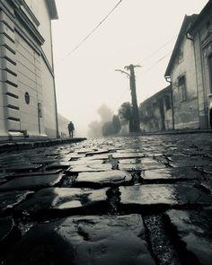 """Valahol Nagykőrösön..."" .  Egy ködös reggelen. ""Somewhere in Nagykőrös ..."". A foggy morning.  #foggy #foggyday #nagykőrös  #misty #morning #köd #reggel #valaholnagykőrösön #bnw #bnw_of_our_world #bnwmood #bnw_life #bnw_one #bnw_zone #blackandwhite #blackandwhiteisworththefight #bnwhungary #bnwhungary_splash #bnwhungary_splash #blackandwhitephoto #blackandwhitechallenge #nagykőrös #macskakő #cobblestonestreets  #valaholnagykőrösön #clobblestone #feketefehér"