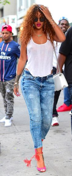 This Rihanna denim outfit street style 6 image is part from Gallery of Rihanna Denim Style Outfit that You Must See gallery and article, click read it bellow to see high resolutions quality image and another awesome image ideas. Looks Rihanna, Rihanna Style, Estilo Rihanna, Denim Fashion, Fashion Outfits, Fall Fashion, Rihanna Outfits, Casual Outfits, Cute Outfits