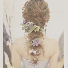 いいね!245件、コメント2件 ― tomokotanabe*ヘアメイク*ヘアアレンジ*さん(@ult3024)のInstagramアカウント: 「*** . お色直しスタイル。 . スモーキーなお花はたっぷりつけても . 違和感なく素敵♡ .…」