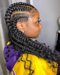 All styles of box braids to sublimate her hair afro On long box braids, everything is allowed! For fans of all kinds of buns, Afro braids in XXL bun bun work as well as the low glamorous bun Zoe Kravitz. Feed In Braids Hairstyles, Braided Hairstyles For Black Women, My Hairstyle, Boho Hairstyles, Protective Hairstyles, Hairstyle Ideas, Protective Styles, Hairstyles 2018, 2 Feed In Braids