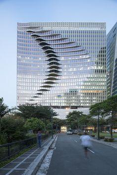 Klotz mit Welle - Manila City Center Tower von CAZA
