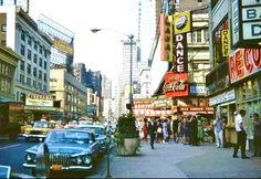 Broadway & 50th looking North 1962 Old Pictures, Old Photos, Vintage Photos, Vintage Signs, New York Street, New York City, New York Snow, United Nations Headquarters, New York Harbor